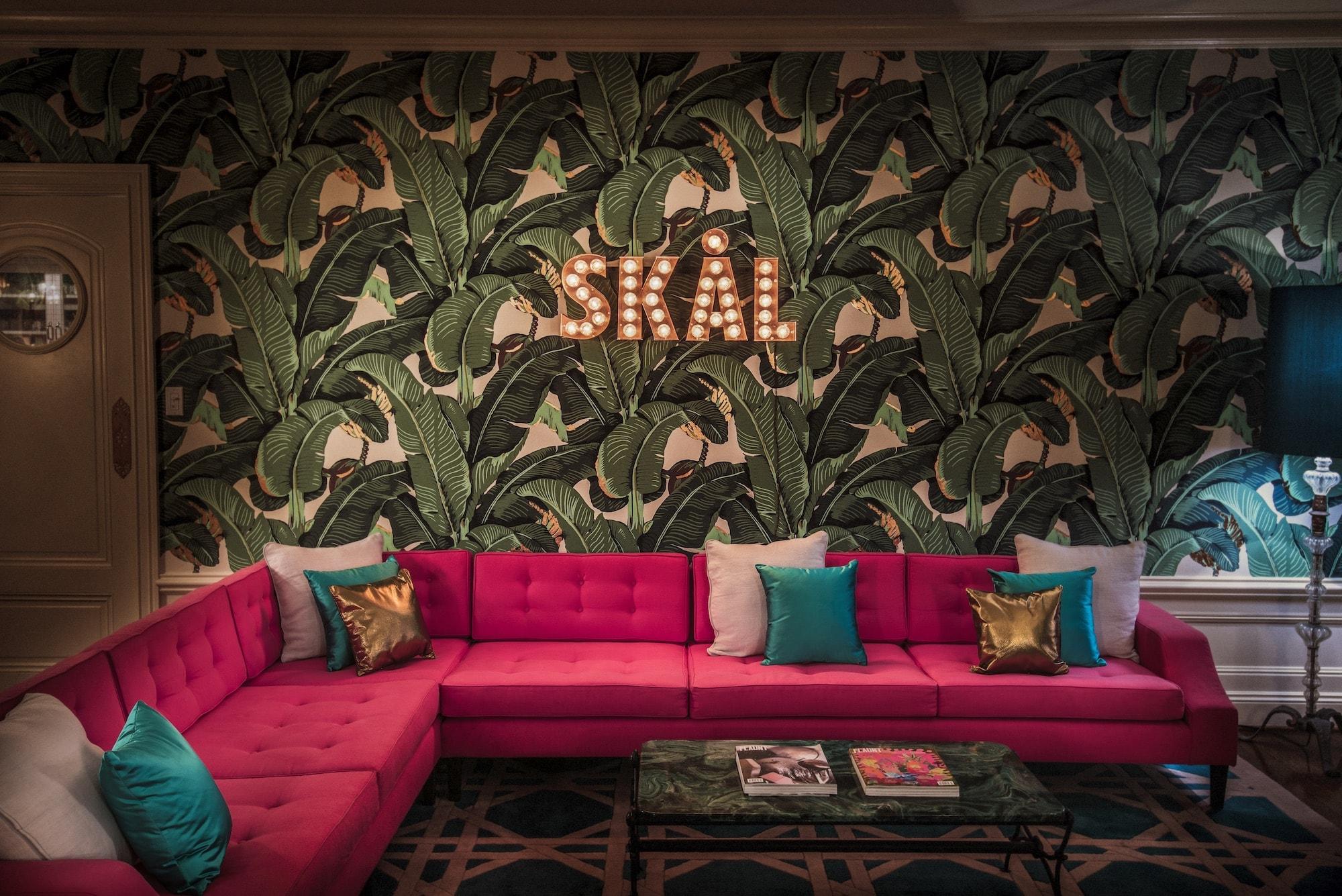 Martinique Room details at the Elyx House LA